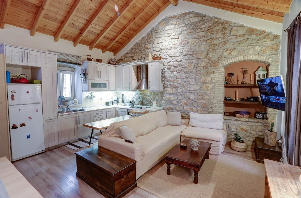 Luminous 2BD Stone Apt in the alleys of Corfu old Town